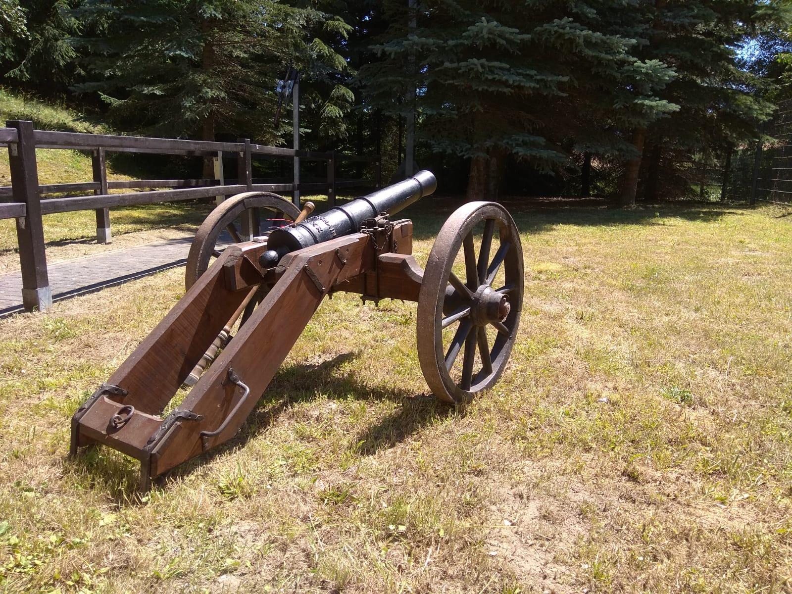 mittlere Kanone